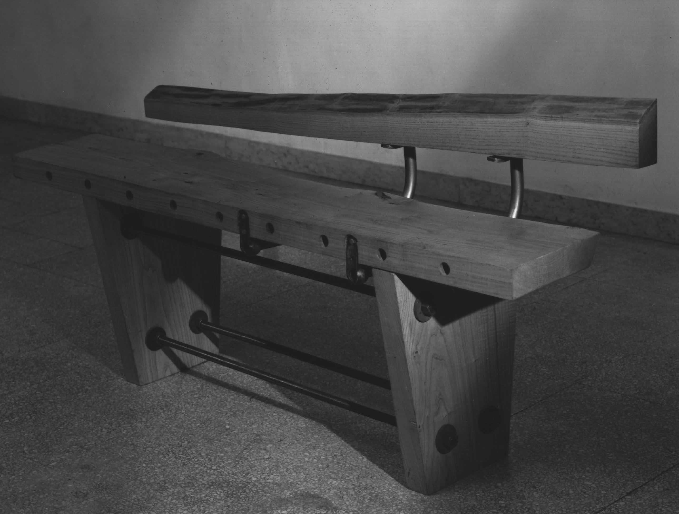 bench in black