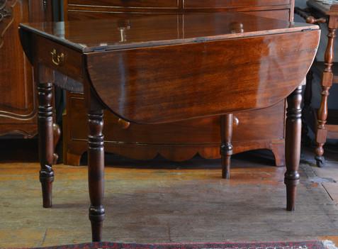 A Victorian mahogany Pembroke Table. R4995