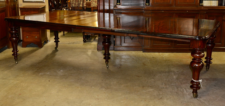 A Victorian mahogany Extension Dining Table. R36995