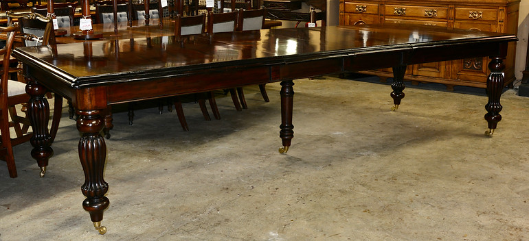 A Victorian style mahogany Extension Dining Table. R36995