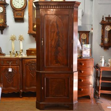 A Georgian mahogany Corner Cabinet. R12995