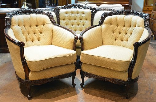 A mid 20th Century finely carved Lounge Suite. R25995