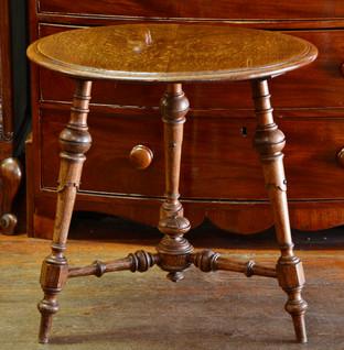 An Edwardian oak circular Occasional Table. R2995