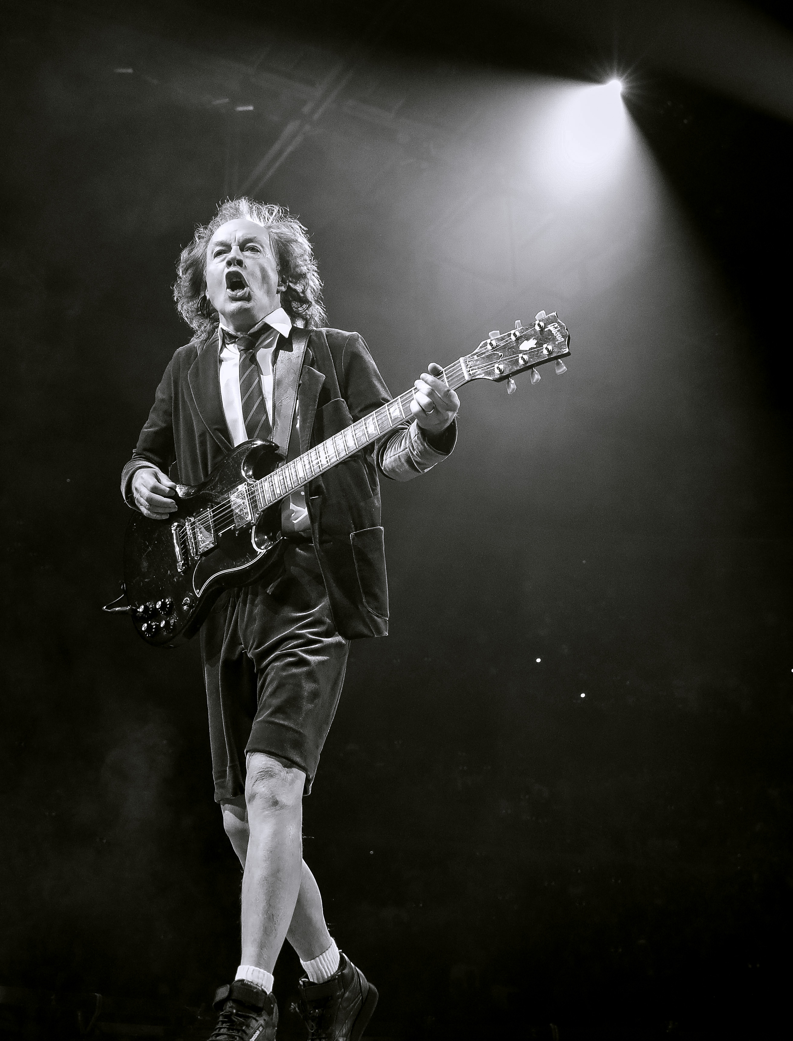 ANGUS YOUNG - AC/DC
