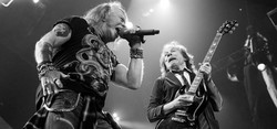 AXL ROSE - ANGUS YOUNG - AC/DC