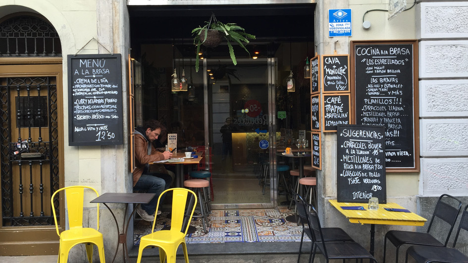 A cafe in the Sitges town