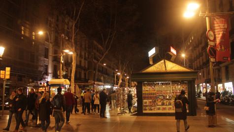 The busy La Rambla in the evening