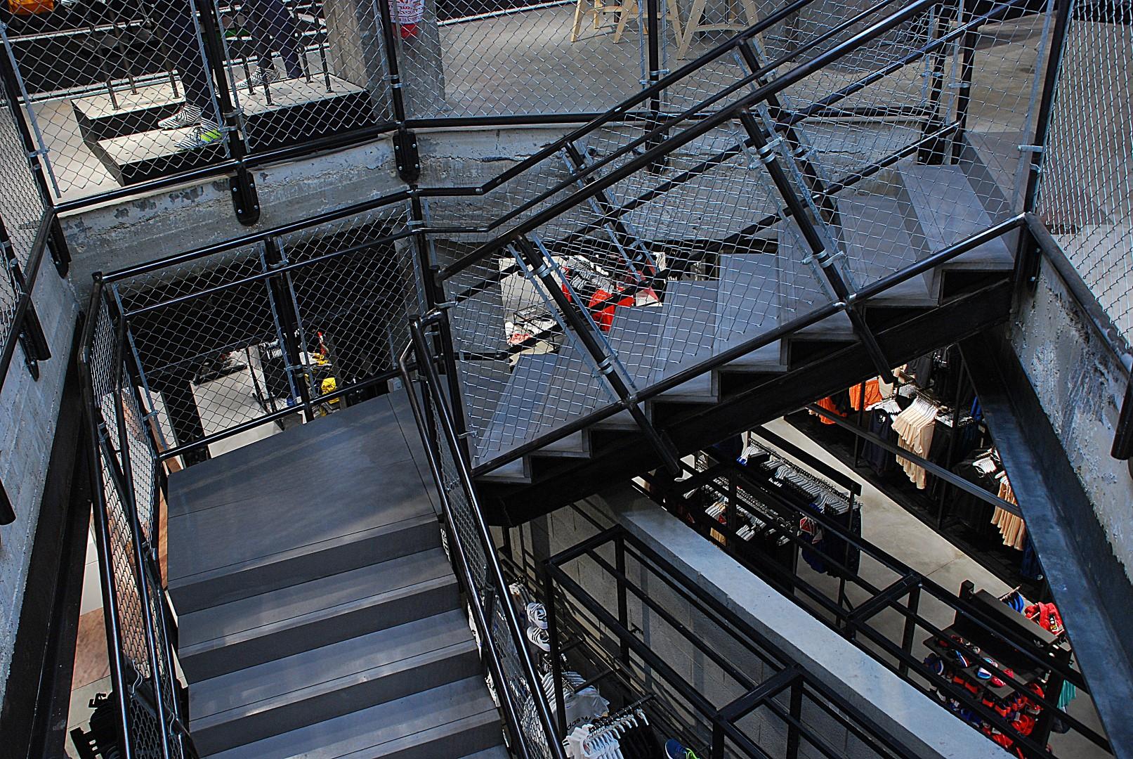 מדרגות בטון אדריכלי