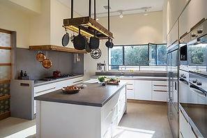 משטח בטון אדריכלי לאי מטבח
