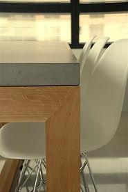 שולחן מבטון אדריכלי