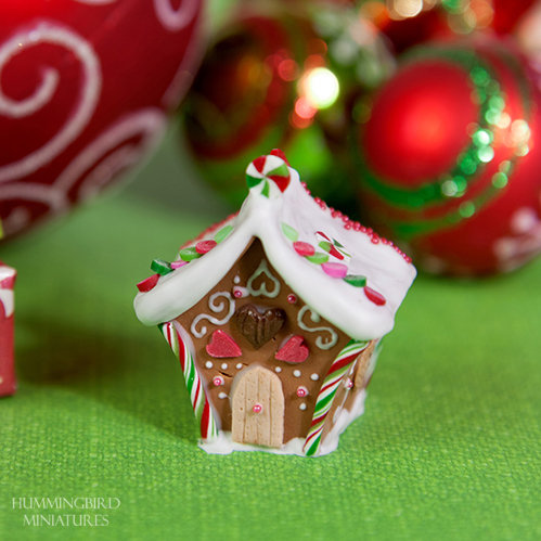Gingerbread house - green and pink