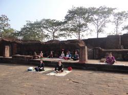 Yoga en plein air à Ratnagiri