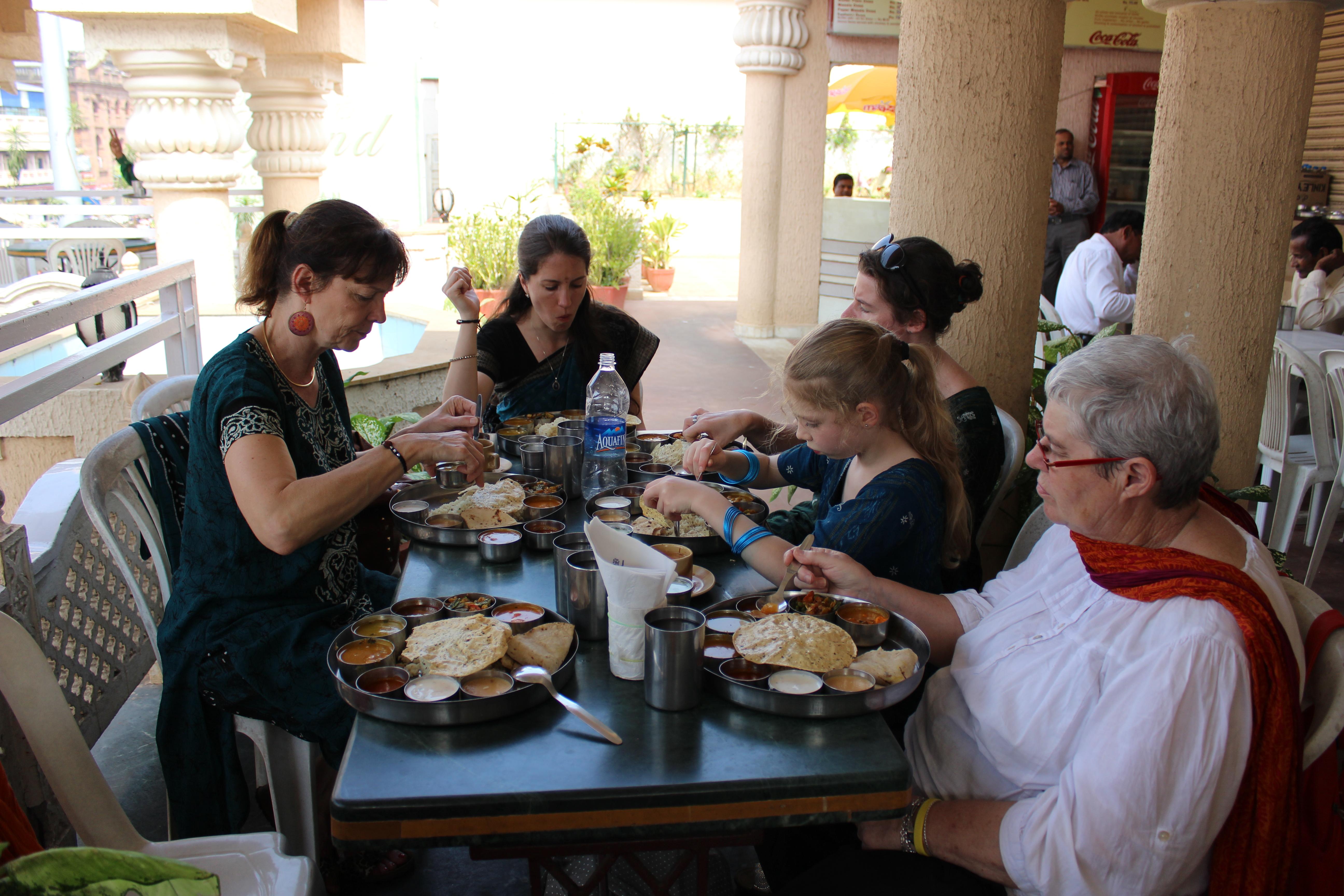 Déjeuner près du temple