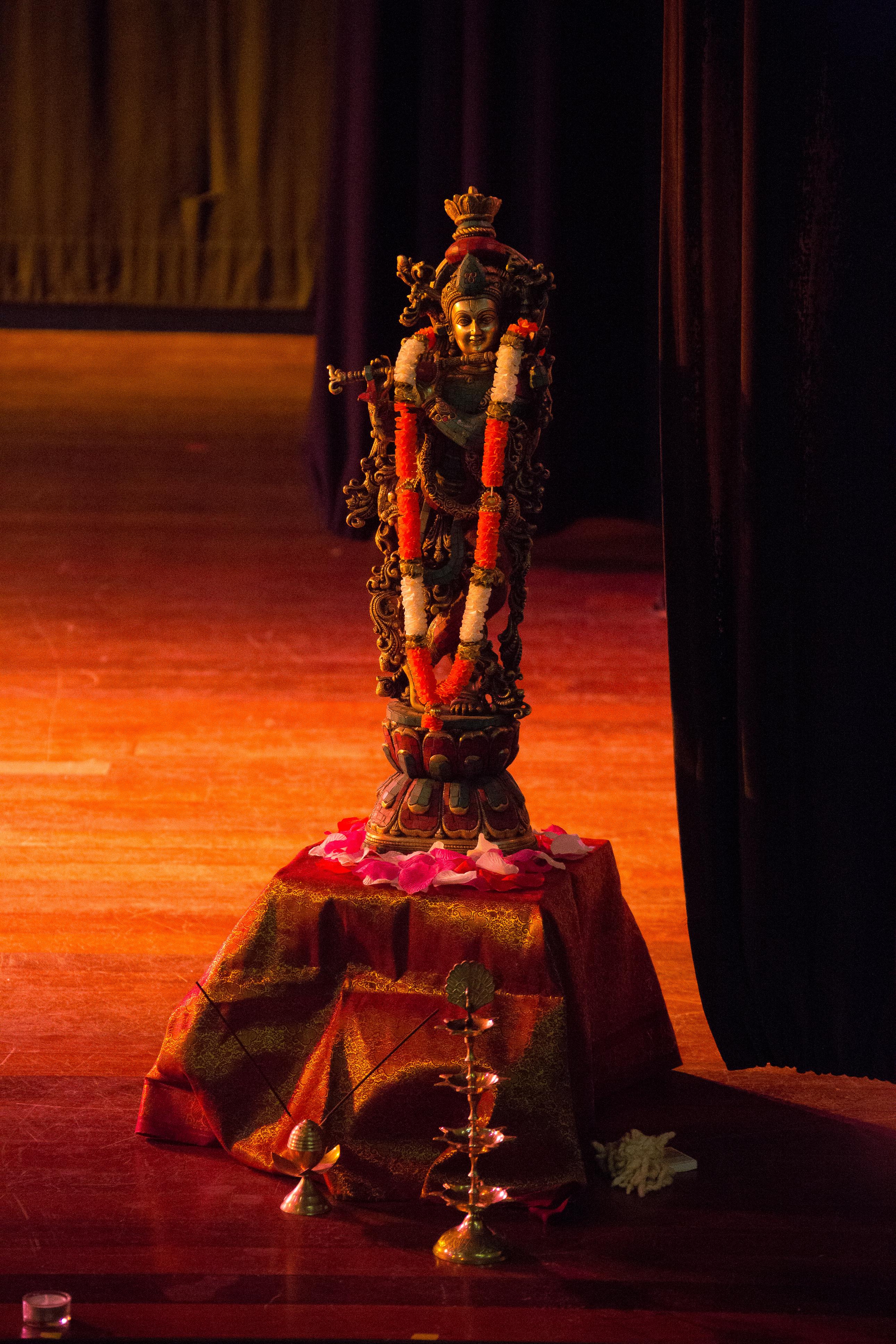 Krishna orne la scène