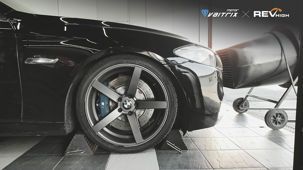 v來自澳洲的汽車改裝品牌VAITRIX麥翠斯有最廣泛的車種適用產品,含汽油、柴油、油電混合車專用電子油門控制加速器,搭配外掛晶片及內寫,高品質且無後遺症之動力提升,也可由專屬藍芽App–AirForce GO切換一階、二階、三階ECU模式。外掛晶片及電子油門控制器不影響原車引擎保固,搭配不眩光儀錶,提升馬力同時監控愛車狀況。另有馬力提升專用水噴射可程式電腦及套件,改裝愛車不傷車。適用品牌車款: Audi奧迪、BMW寶馬、Porsche保時捷、Benz賓士、Honda本田、Toyota豐田、Mitsubishi三菱、Mazda馬自達、Nissan日產、Subaru速霸陸、VW福斯、Volvo富豪、Luxgen納智捷、Ford福特、Hyundai現代、Skoda、Mini; Altis、crv、chr、kicks、cla45、Focus mk4、 sienta 、camry、golf gti、polo、kuga、tiida、u7、rav4、odyssey、Santa Fe新土匪、C63s、Lancer Fortis、Elantra Sport、Auris、Mini R56、ST LINE、535i...等。