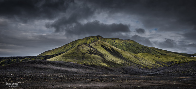 lonely hill iceland (1 sur 1).jpg