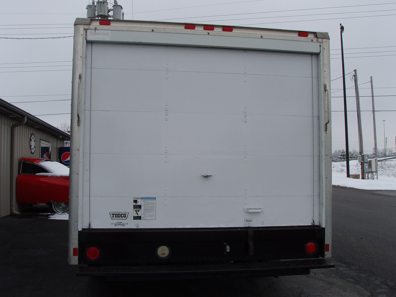 2005 Chevrolet 3500 12' Box P9120005