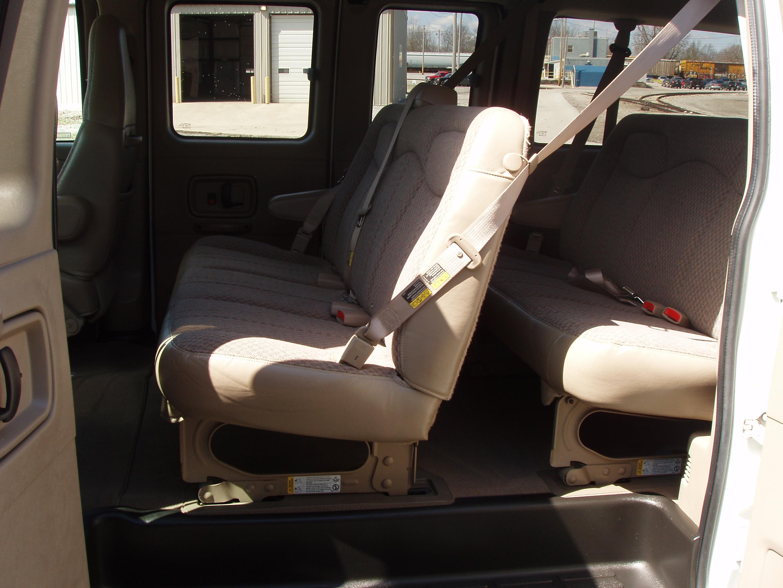 2004 Chev Express 1500 8 pass Van