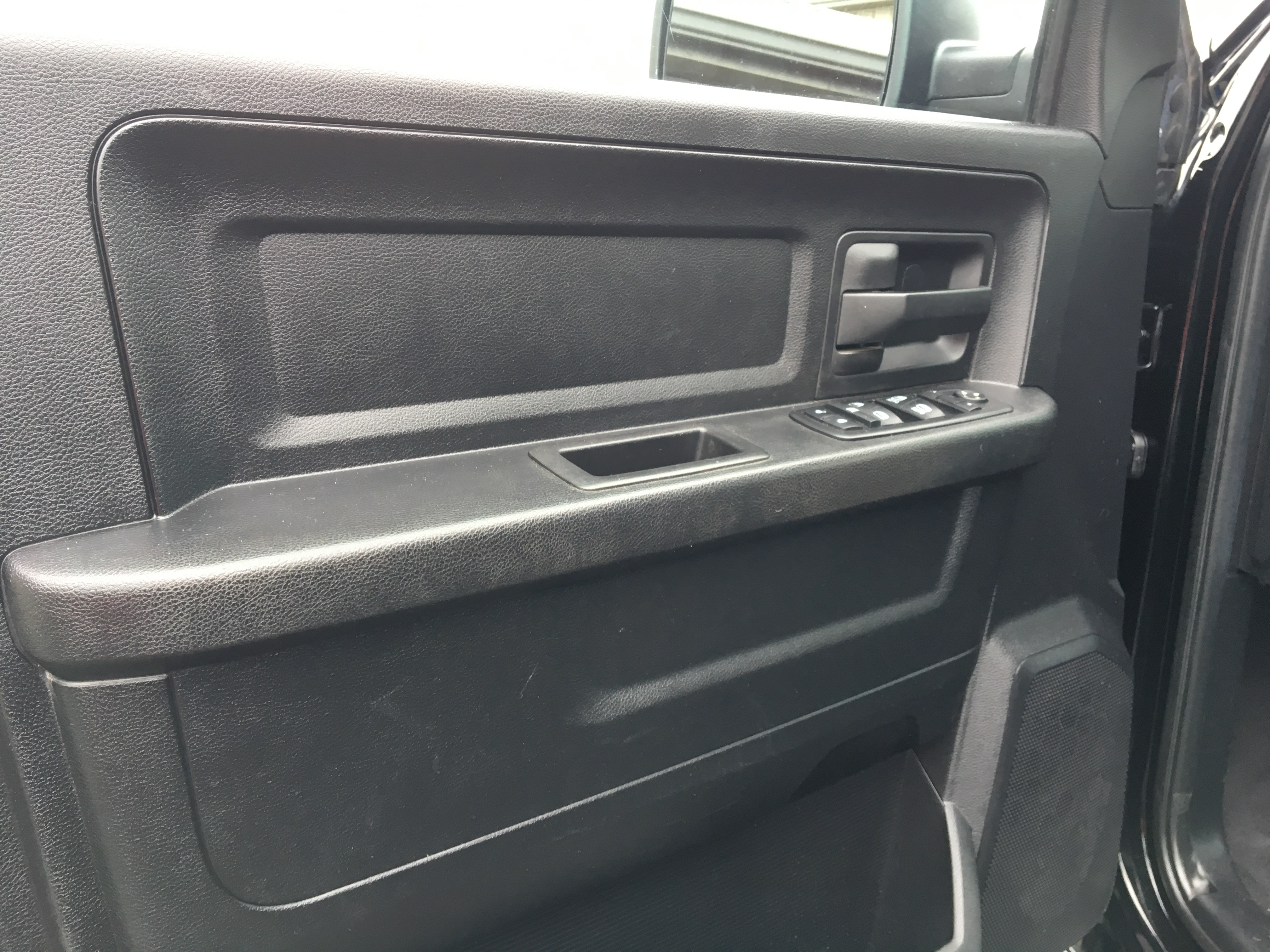 2014 RAM 1500 4X4 Quad Cab 4X4