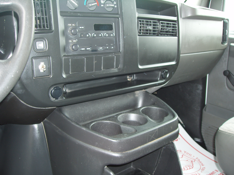 P2005 Chevrolet 3500 12' Box 9120008