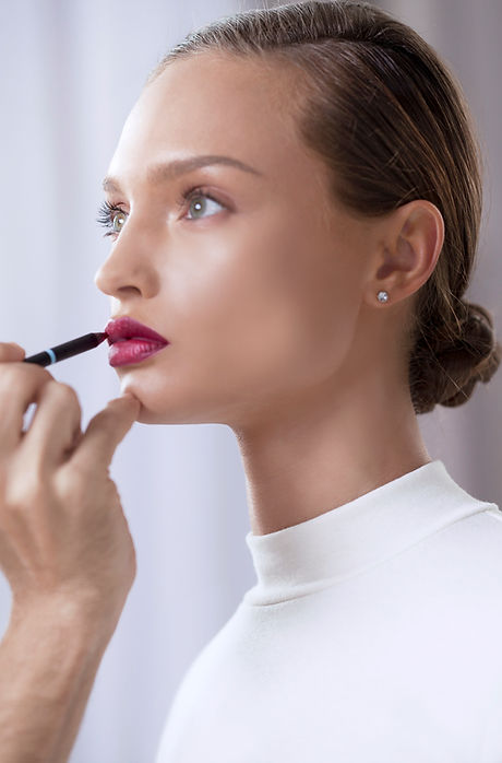 Modell Anwendung Lippenstift