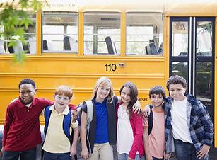 Школьный автобус и дети