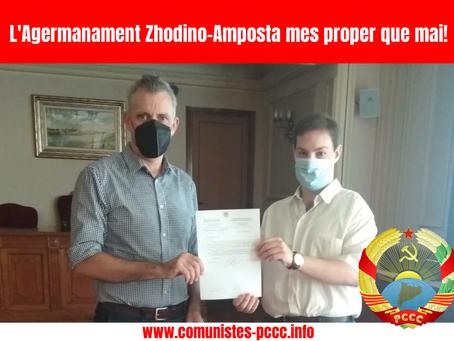 Entrega de la carta de l'alcalde de Zhodino a l'alcalde d'Amposta Adam Tomàs