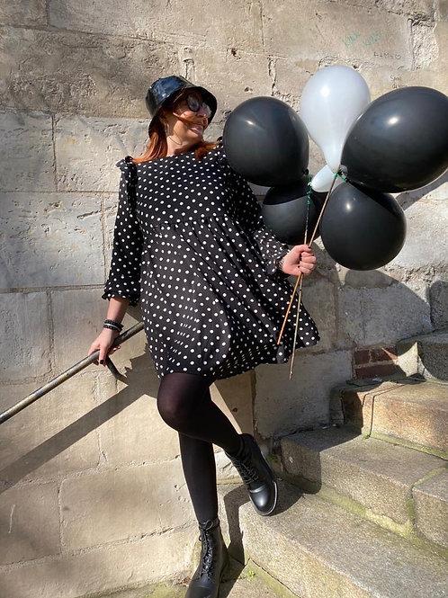 robe volantée à pois noir et blanc