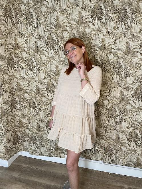 robe beige volanté