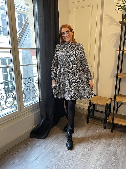 robe volantée tachetée noire et blanche