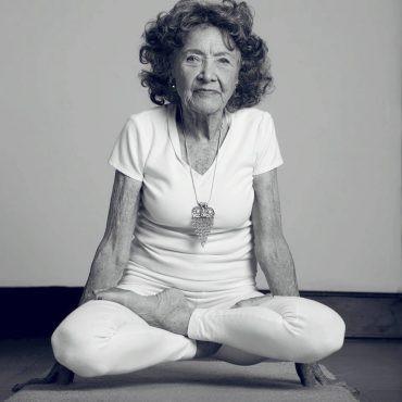 Tao Porchon-Lynch, professeure de Yoga à 98 ans!