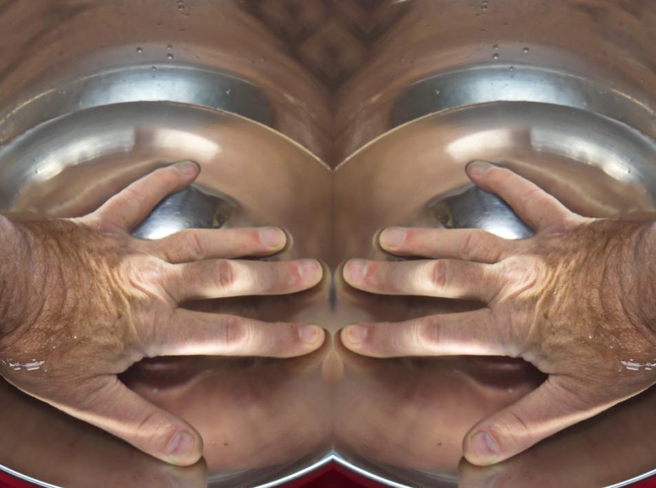 Dominiq-D_Quel_regard_derrière_ces_main