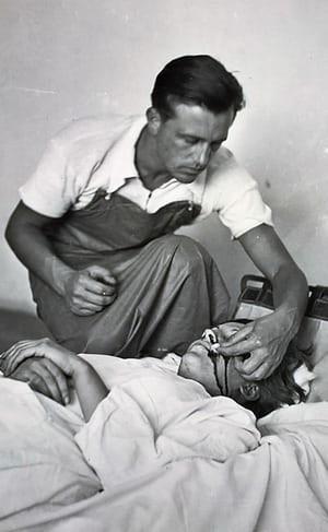 Gerda Taro being treated by Janos Kiszely