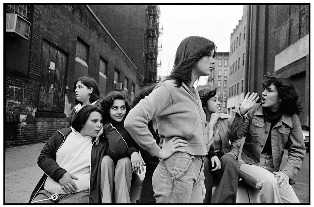 Susan Meiselas ¨Prince Street Girls¨ en español