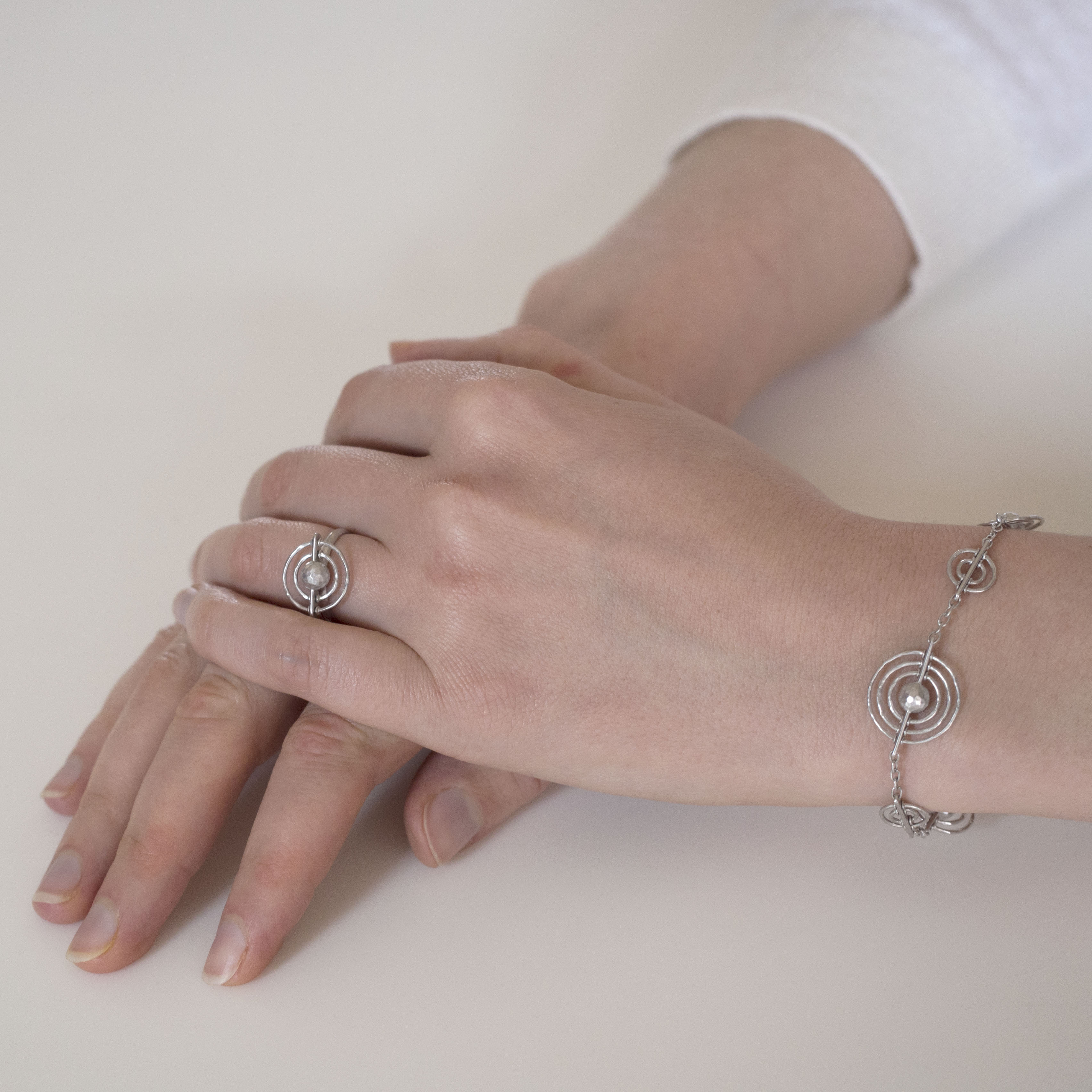 330100-925 flutter ring OM a + bracelet crop