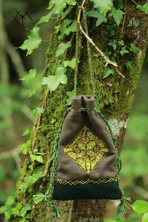 Aumonière brodée motif celtique