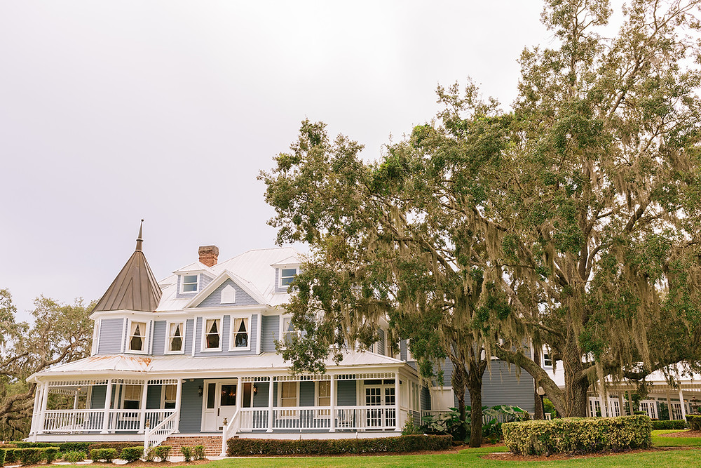 Front porch and iconic oak tree ceremony site at Highland Manor