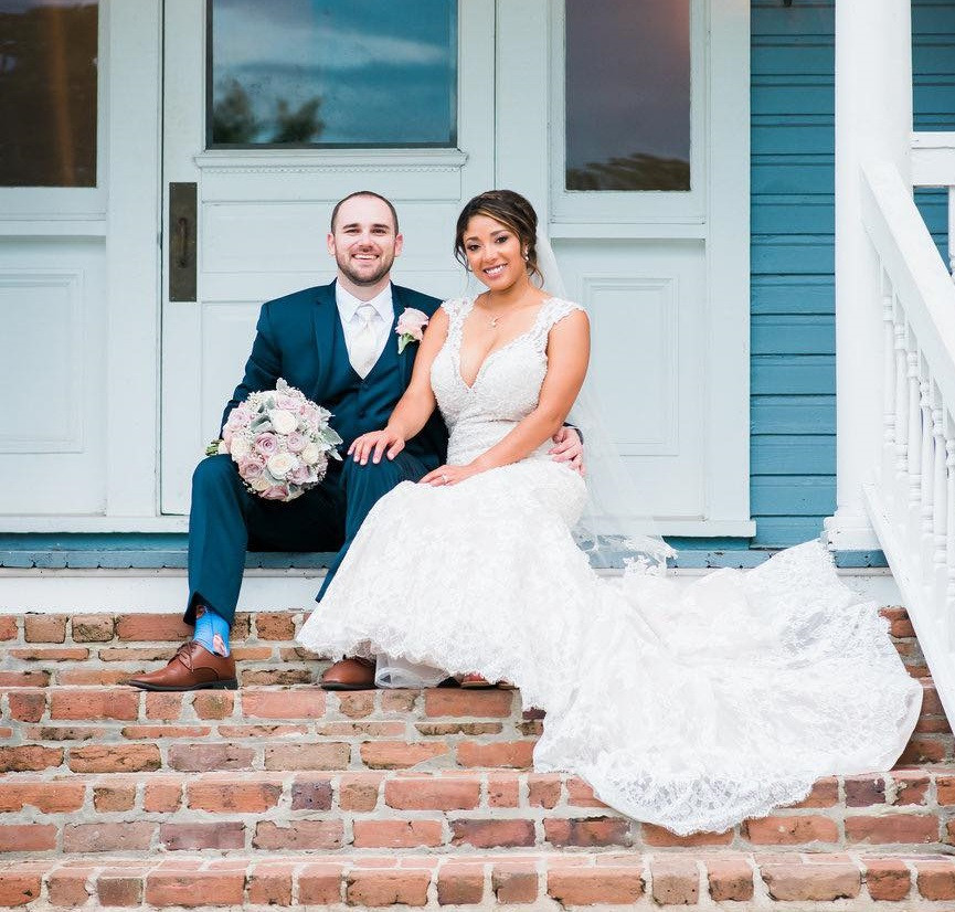 Bride and groom picture on front steps of Highland Manor