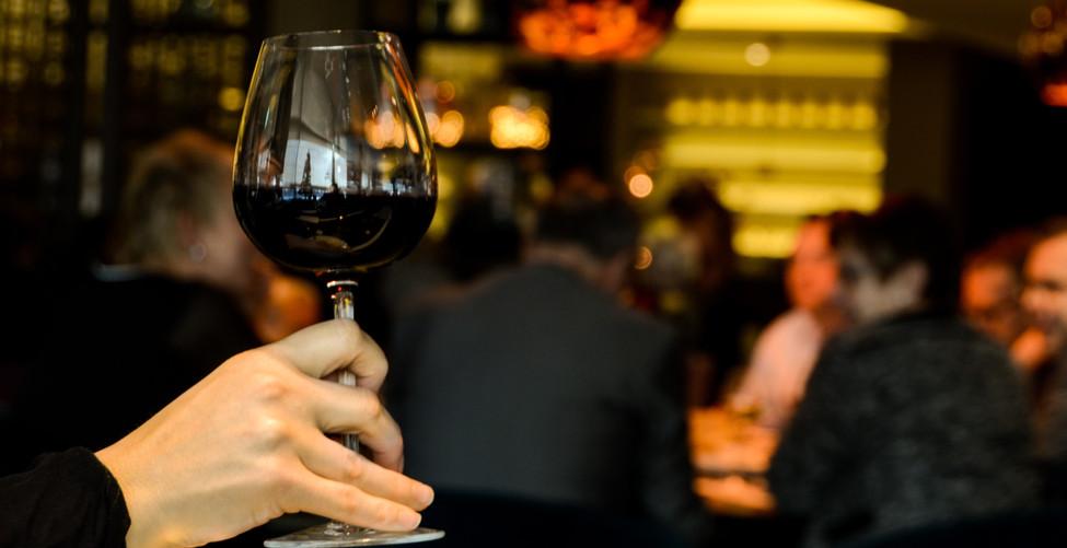 alcohol-alcoholic-dinner-4224.jpg