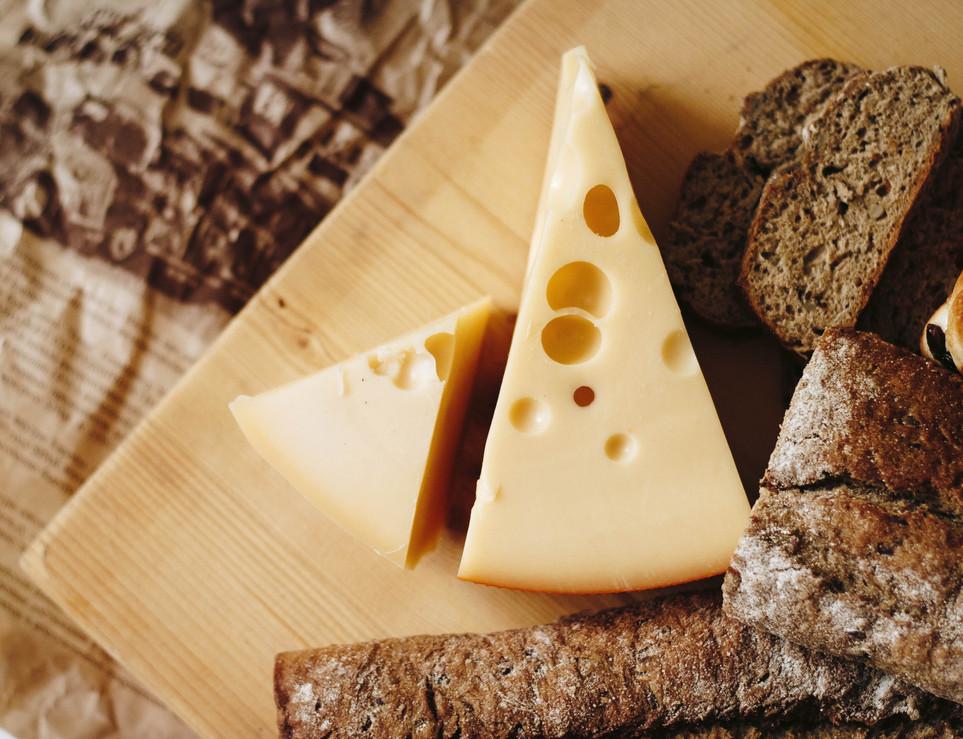 board-bread-breakfast-821365.jpg