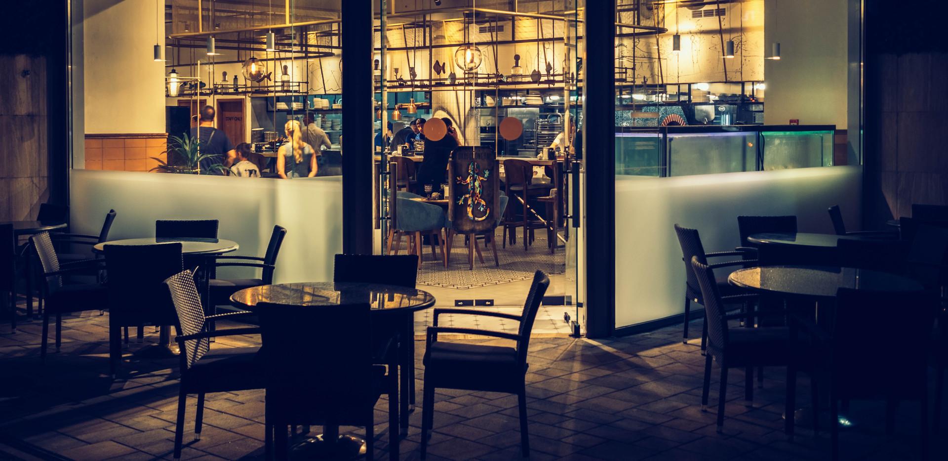 balcony-cafe-chairs-1237073.jpg