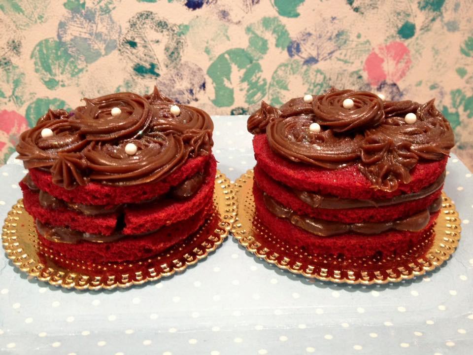 Essas fofuras deliciosas ficam incríveis para dar de presente! #siscake #siscakefactory #mininaked #redvelvet