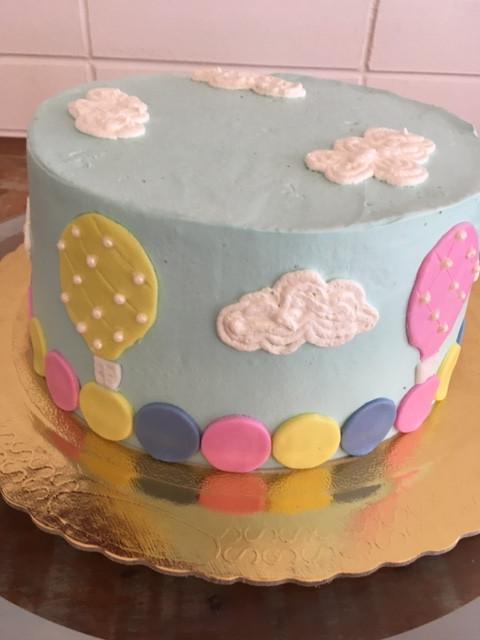 Uma curtição esse bolo para a festa do seu bebê. Encomendas (11)99506-4050 #siscakefactory #siscake #chantininho #bolosdecorados #mesversario #baby Consulte opções de sabores.