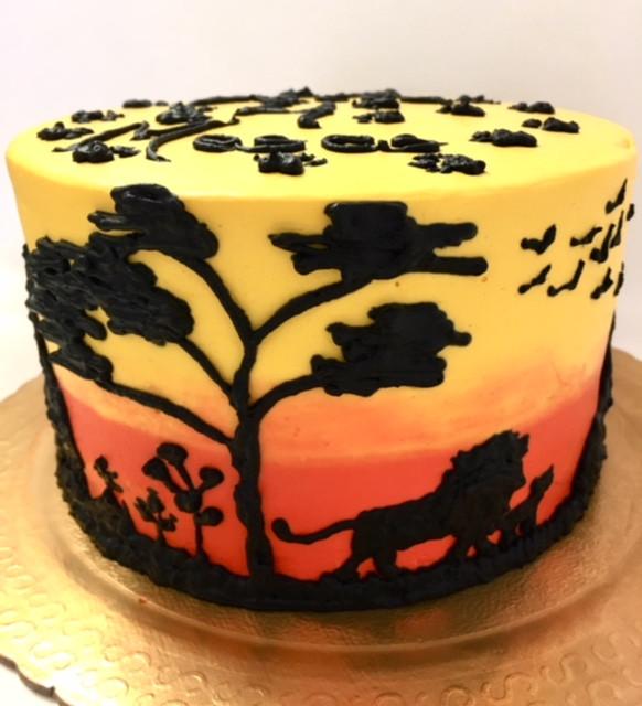 Esse bolo fica incrível para festa do Rei Leão! Várias opções de recheio. Aceitamos encomendas. #siscake #siscakefactory #chantininho #aniversario #festadoreileao