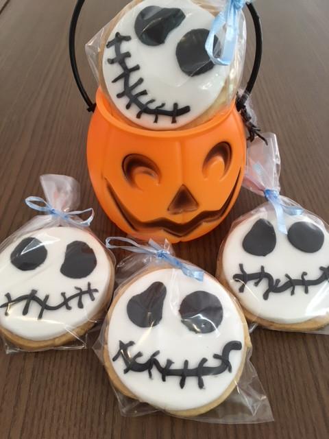 Biscoitos decorados em pasta americana para festa de Halloween. #siscake #siscakefactory #biscoitosdecorados #cookies #halloweencookies