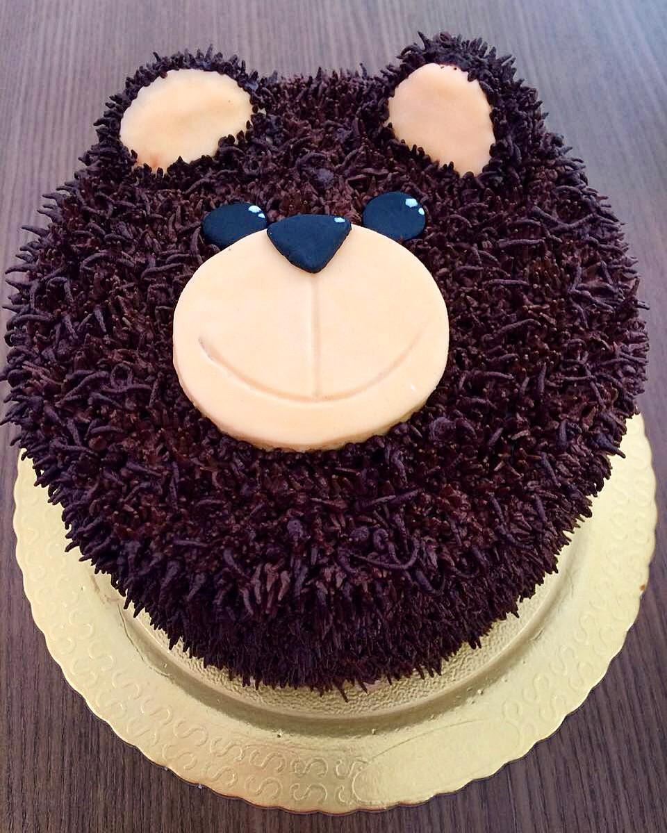 Quem gosta de ursinho? Esse bolo fica uma graça em festa infantil!