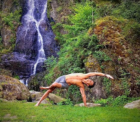 Yoga%20Wasserfall_edited.jpg