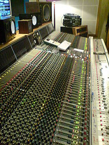 220px-Neve_VR60_(The_Engine_Room).jpg