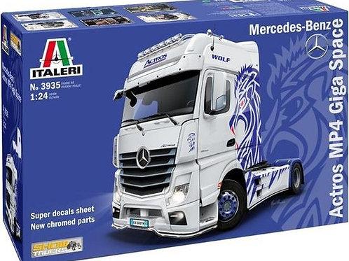 Mercedes Actros MP4 giga space