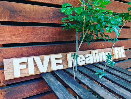 看板「FIVE healing fit」